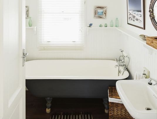 Mandatory Credit: Photo by Caiaimage/REX Shutterstock (1860966a) Claw foot bathtub in luxury bathroom VARIOUS